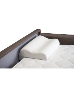 Accessoire vendu séparément. Un oreiller mémoire de forme qui rallonge le couchage de 10 cm.